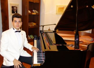 Genç Şair Besteci Güneş Yakartepe Kimdir. Müzik Beste Hayatı Nedir BİYOGRAFİ Müzik Öğrenim Hayatı Nedir Müziği Piyano Resital Konseri Konser